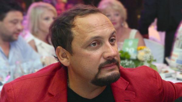 Стас Михайлов подтвердил в«Вечернем Урганте» покупку «Коммуналки» вКишиневе