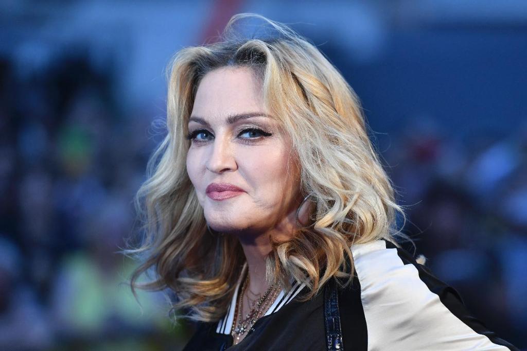 Мадонна назвала имена 2-х девочек-близнецов, которых удочерила