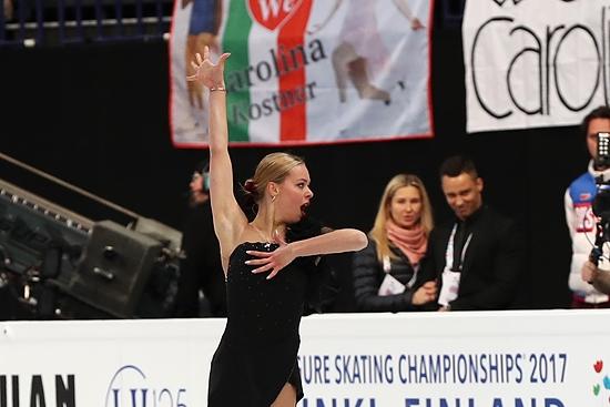 Русская фигуристка Евгения Медведева выиграла чемпионат мира, побив собственный мировой рекорд