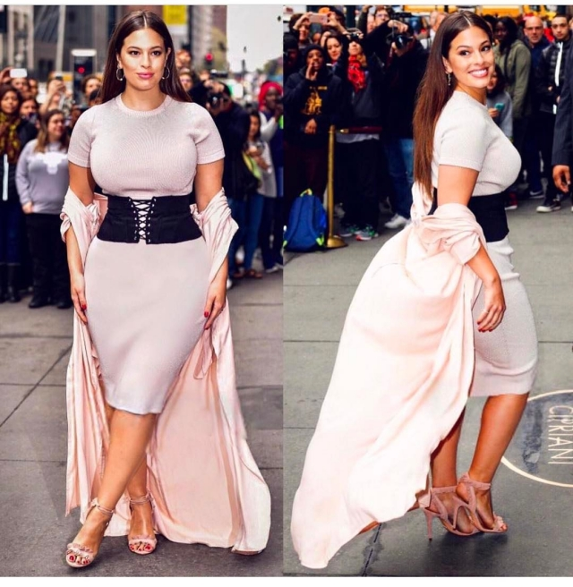 Известная plus-size модель Эшли Грэм зажгла внижнем белье— очаровательная пышечка